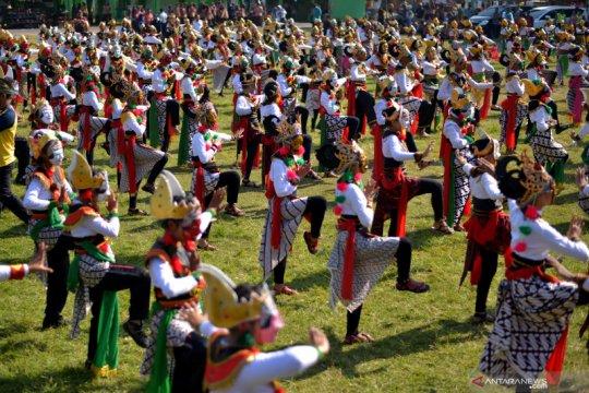 Pentas tari Klono Sewu secara kolosal di Jombang