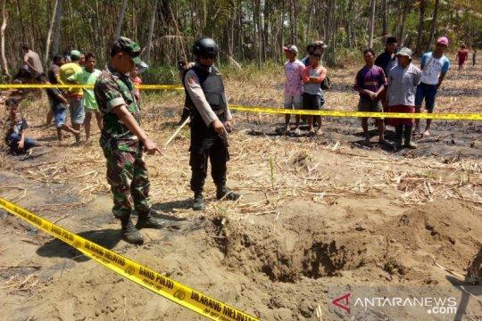 Bom latih TNI AU jatuh di perkebunan warga di Lumajang