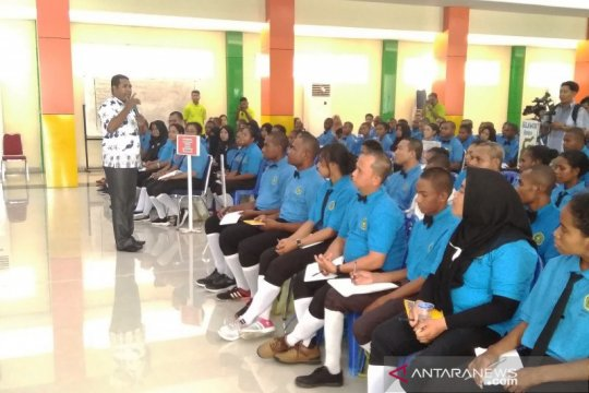 Bupati Biak ajak mahasiswa IISIP Yapis bersikap elegan sikapi rasisme