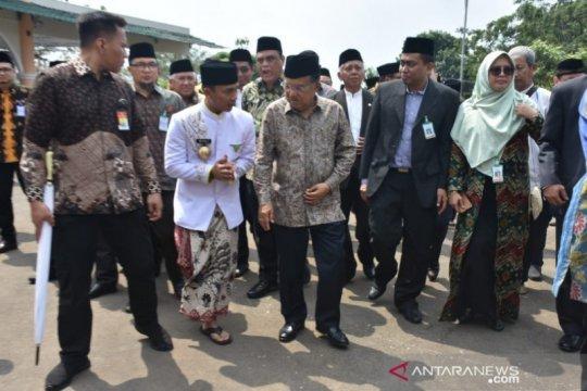 Jusuf Kalla ke Batang, bupati pamer batik Rifaiyah
