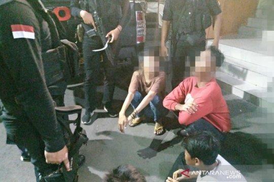 Empat pemuda pelaku pemalakan di Pasar Tomang diringkus polisi