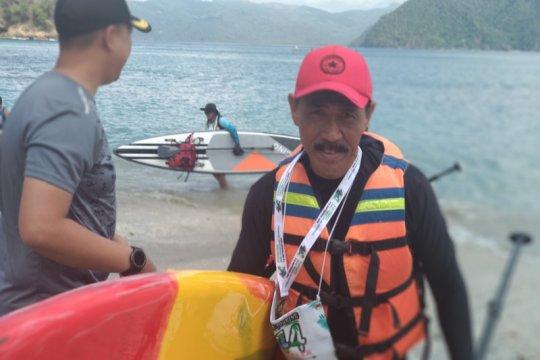 51 pecinta olahraga kayak eksplorasi pantai Trenggalek