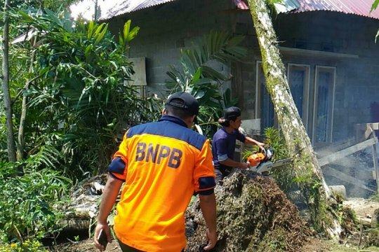 79 rumah warga rusak diterjang puting beliung di Solok Selatan
