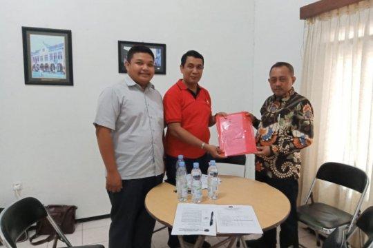 Armudji ambil formulir pendaftaran Cawawali Surabaya di PDI Perjuangan