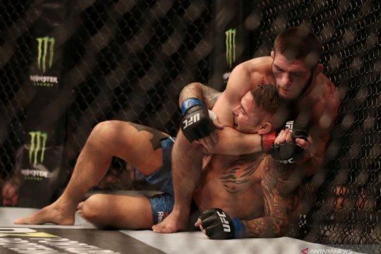 Khabib tundukkan Poirier untuk pertahankan gelar kelas ringan UFC
