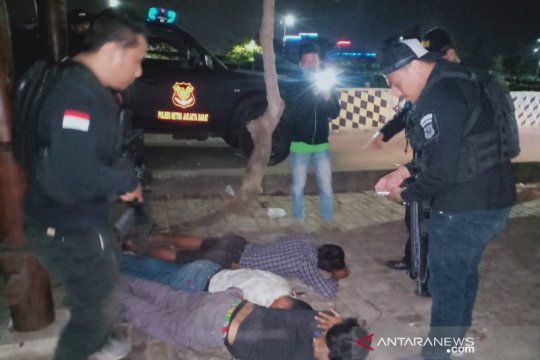 Polres Metro Jakbar bekuk dua jambret bersenjata tajam