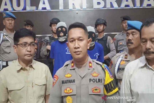 Melawan saat ditangkap, dua pelaku penusukan santri ditembak