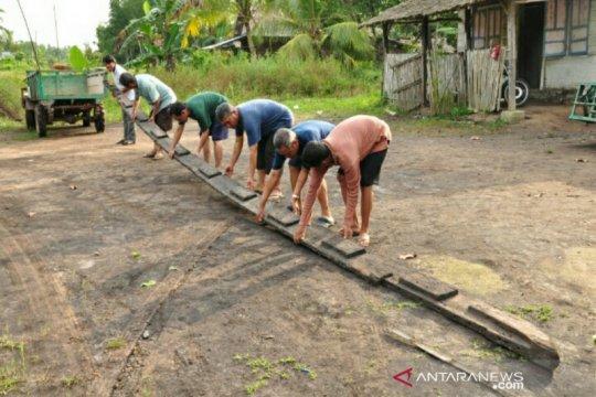Arkeolog teliti temuan perahu kuno di Pantai Timur Sumsel