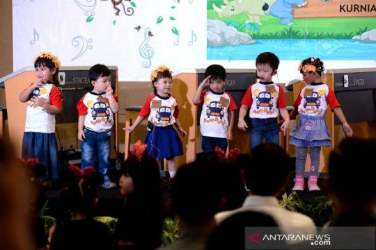 Tingkah menggemaskan Jan Ethes dalam pentas musik di Surakarta