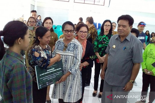 Kelompok usaha perempuan Sangihe-Sulut mendapat bantuan Menteri PPPA