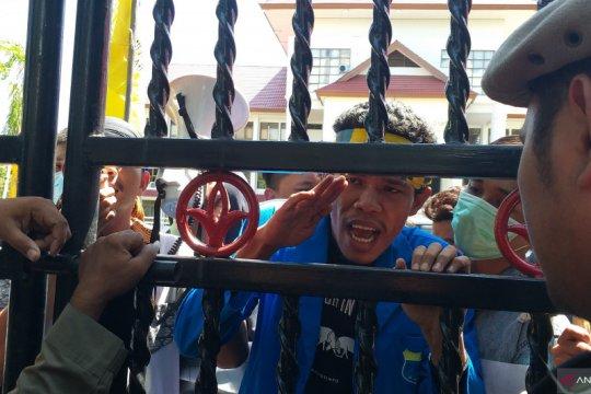 PMII Manado demo tolak kenaikan iuran BPJS Kesehatan