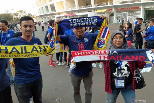 Suporter Thailand buat syal khusus laga Indonesia versus Thailand