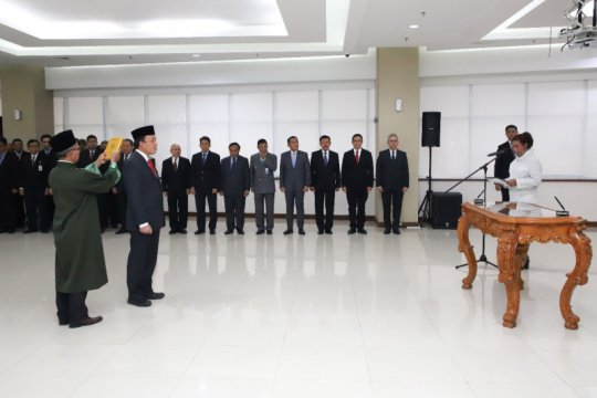 Menteri Susi lantik Agus Suherman sebagai Dirjen Penguatan Daya Saing