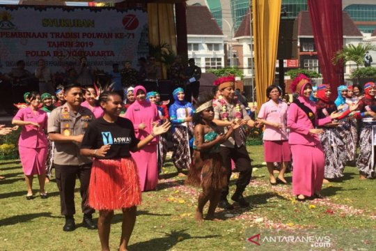 Polda DIY ajak pelajar asal Papua rayakan HUT Polwan