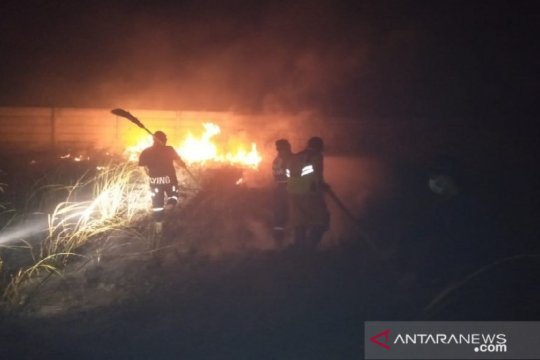 PMI Kabupaten Banjar berjibaku padamkan kebakaran lahan perkuburan