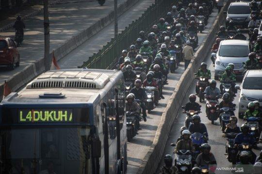 Tilang elektronik bagi pelanggar jalur bus Transjakarta