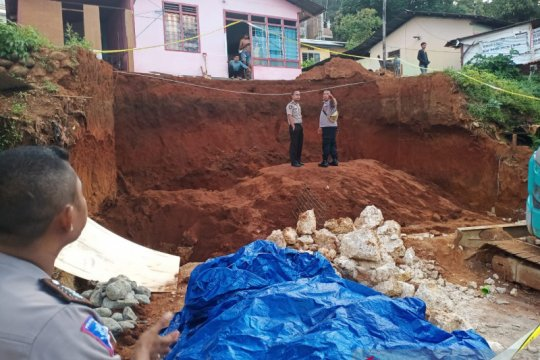 Longsor di Ambon, dua pekerja bangunan tewas tertimbun