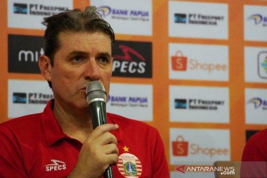 Pelatih Persija enggan pikirkan ultimatum pemecatan