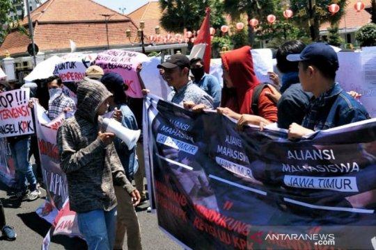 AMJ aksi bagikan brosur dukung revisi UU KPK