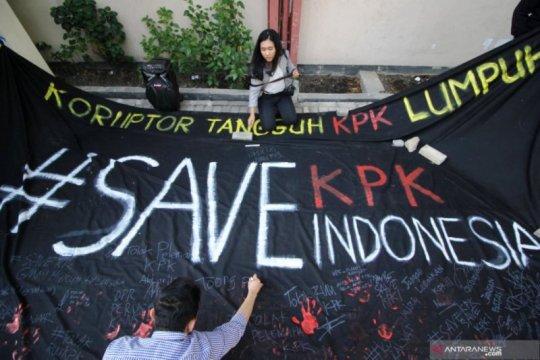 "Akademisi Unair aksi ""bendera hitam"" tolak revisi UU KPK"