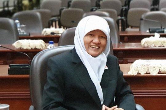 Pemkot Surabaya diminta minta maaf atas macetnya air PDAM
