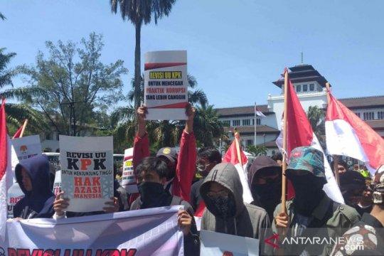Massa di Bandung kembali demo dukung revisi UU KPK