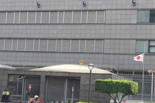 BJ Habibie wafat, bendera setengah tiang tampak di sejumlah kedubes