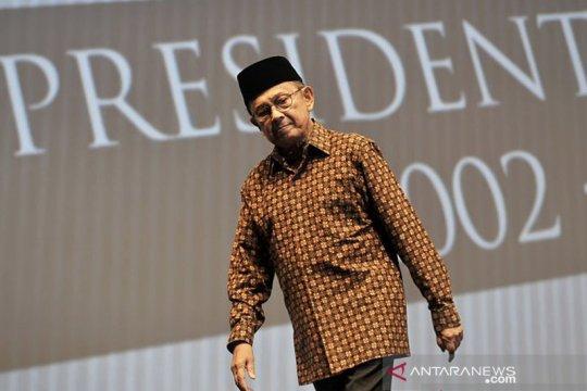 Prestasi BJ Habibie - Pengamat: mampu tahan krisis tidak lebih dalam