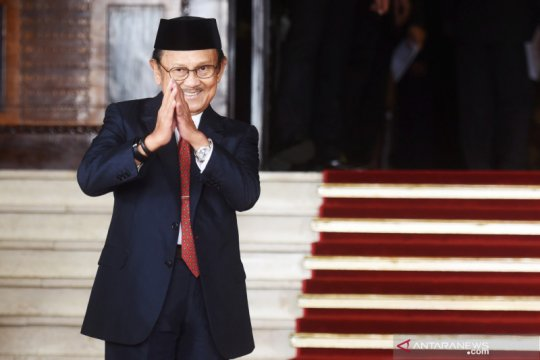 Prestasi BJ Habibie - JK kenang Habibie sosok negarawan panutan