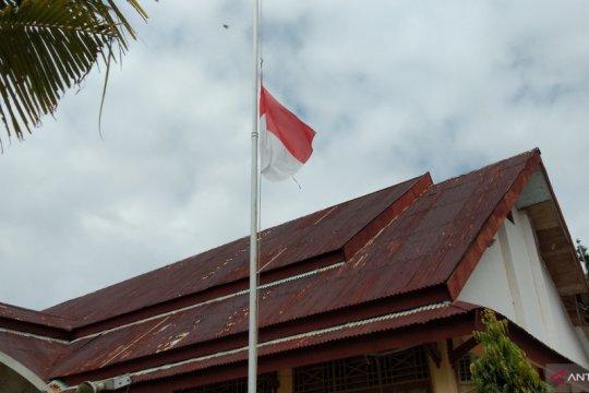 Habibie wafat, perkantoran di Jayapura naikkan bendera setengah tiang
