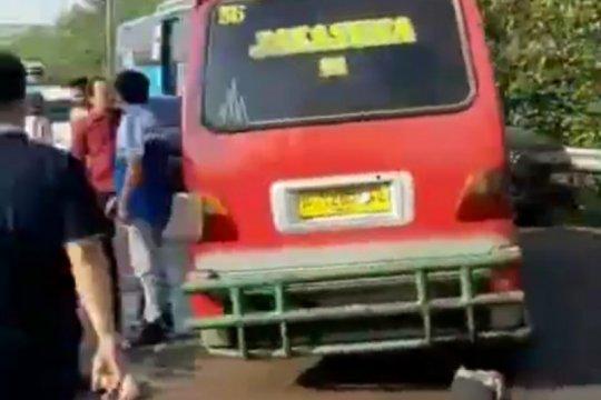 Satu penumpang tewas dalam kecelakaan Tol Cawang