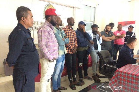 Imigrasi Tasikmalaya amankan delapan WNA Nigeria di Pangandaran
