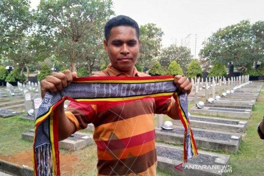 Habibie Wafat - Warga Timor Leste ziarah ke makam Habibie