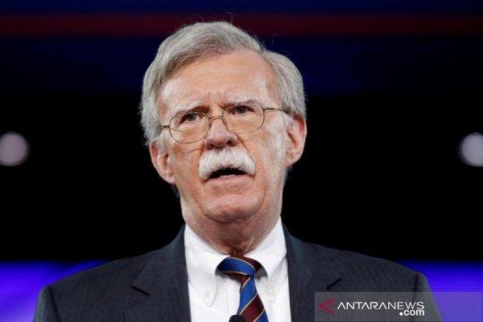 Bosnya dipecat, tiga ajudan John Bolton mundur