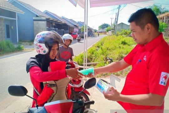 PMI Provinsi Babel bagikan ratusan masker untuk pengendara