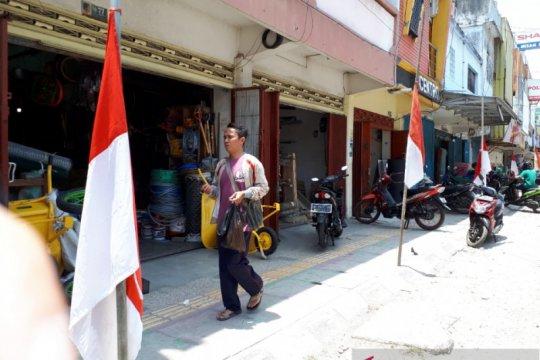 Habibie wafat, warga Palu kibarkan bendera setengah tiang