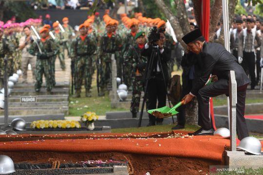 BJ Habibie wafat - Upacara pemakaman di Taman Makam Pahlawan Nasional Utama Kalibata