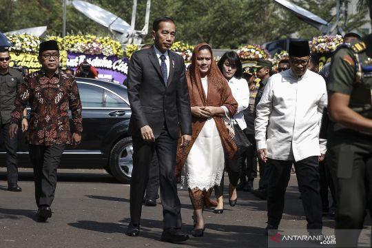 BJ Habibie wafat - Presiden melayat ke rumah duka