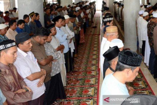 Ribuan warga di Aceh Barat shalat gaib untuk Presiden BJ Habibie