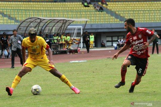 Munster soroti kinerja wasit setelah laga debut di Liga 1 Indonesia