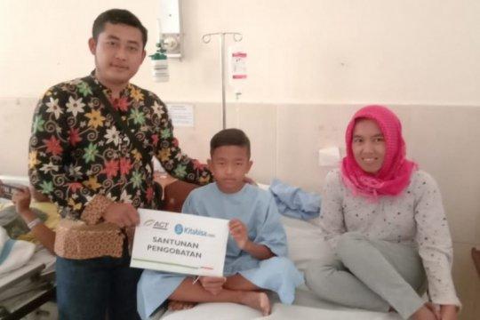 Indonesia Dermawan bantu pengobatan penyakit kelainan anus Sidik