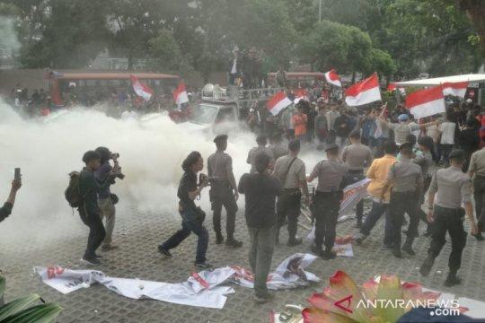 Polisi minta wartawan alami kekerasan dalam unjuk rasa KPK melapor