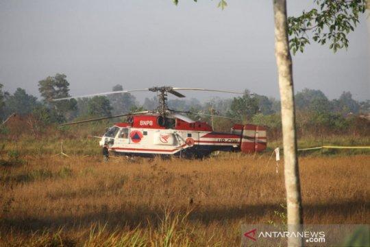 "Kebakaran Hutan - Dicek, helikopter ""water boombing"" mendarat darurat"