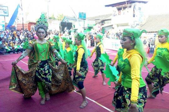 Masyarakat padati pawai Festival Garis Imajiner di lereng Merapi