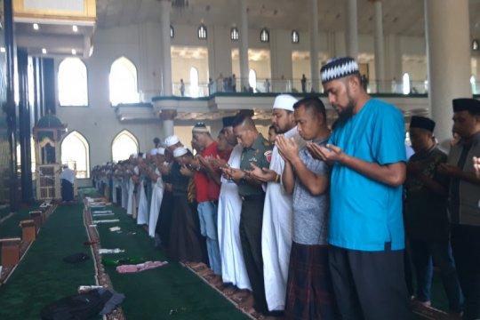 Habibie Wafat - Masyarakat di Maluku Utara sholat ghaib untuk Habibie