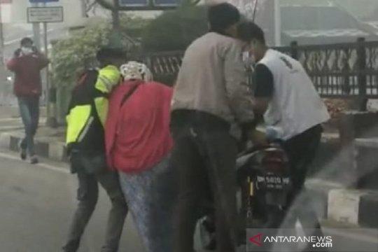 Seorang wanita di Dumai mendadak lemas di jalan diduga terpapar asap