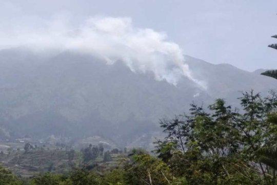 Kebakaran hutan Gunung Merbabu meluas