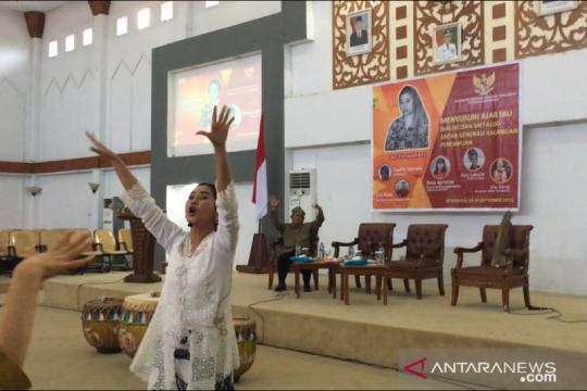 Pekerja seni Ayu Laksmi ingin inspirasi perempuan dengan tembangnya