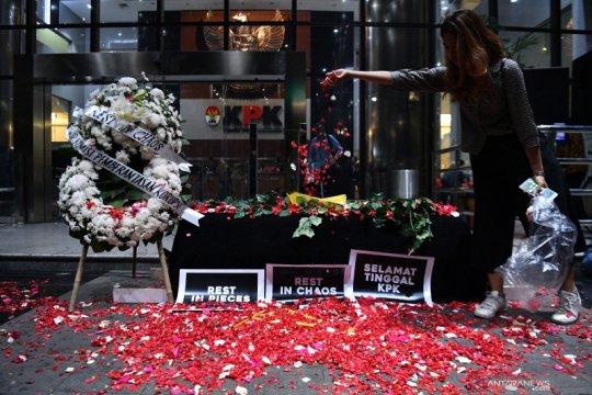Aksi tabur bunga di KPK