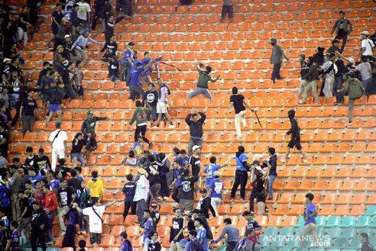 Laga Tira Persikabo-Persib Bandung diwarnai kericuhan